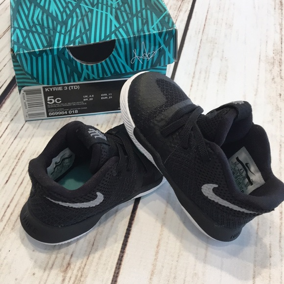 huge discount 79fe1 0e629 🐿5c Nike s Kyrie 3 Black gray tones new in box